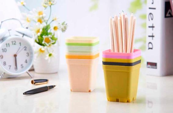 square plastic flower pots